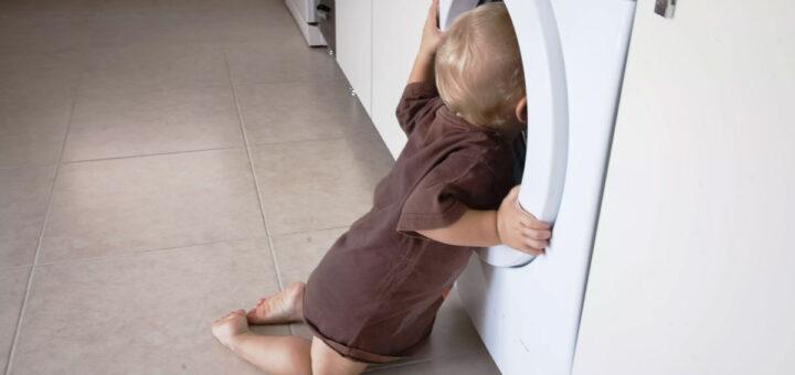 Criança encontrada morta dentro de máquina de lavar roupa em funcionamento