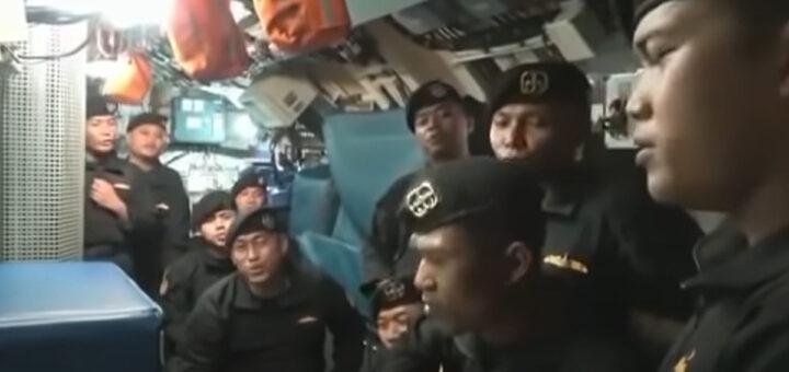 Vídeo mostra tripulação do submarino que afundou a cantar canção de despedida