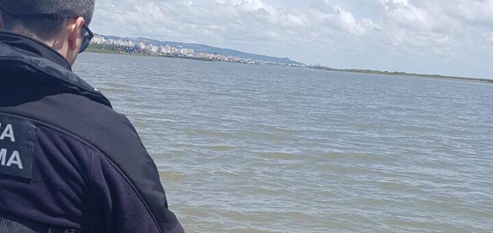 Polícia atira-se ao Rio Tejo em Lisboa para salvar homem