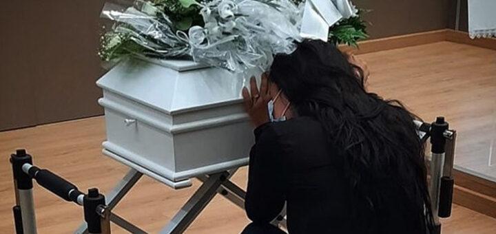 """Angélica de rastos no funeral da filha: """"Sinto a tua falta meu amor"""""""
