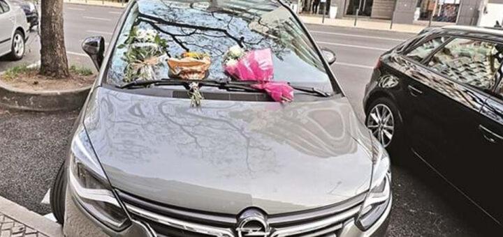 """Mãe de bebé que morreu fechada no carro está desolada e em estado de choque: """"Não pode ser ouvida"""""""