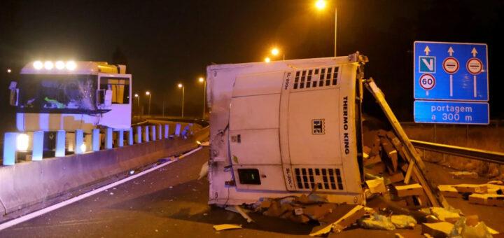 Condutor de 53 anos salta de camião em andamento após ficar sem travões na A11