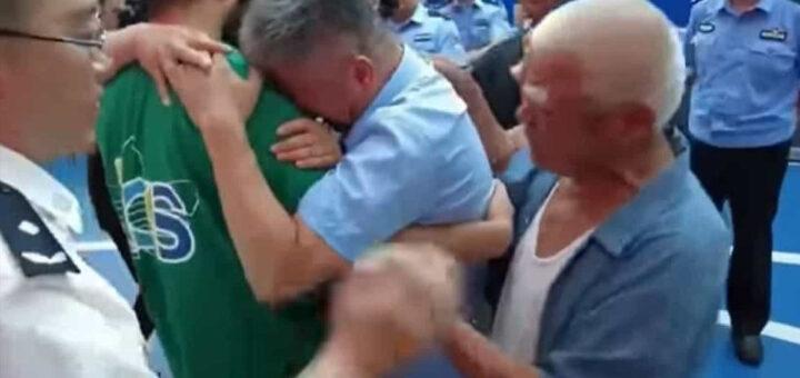Pai reencontra filho raptado 24 anos depois