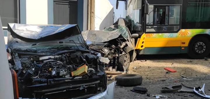 Violenta colisão com autocarro em Marvila. Bebé entre as vítimas