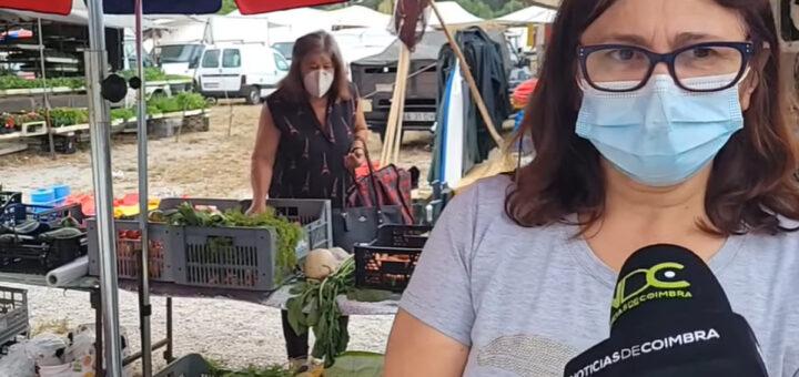 Mulher filmada em direto a roubar cenouras numa feira de legumes em Coimbra