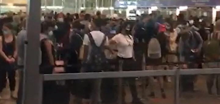 Caos no Aeroporto de Lisboa após a chegada em simultâneo de 3 mil passageiros