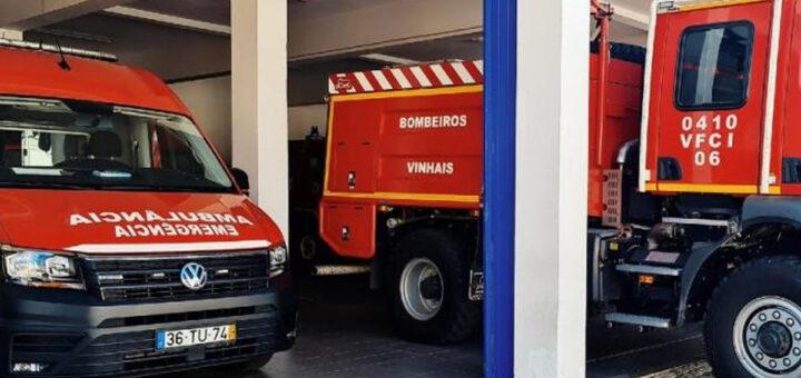 Dois bombeiros morrem em capotamento de viatura em serviço, em Vinhais de Bragança