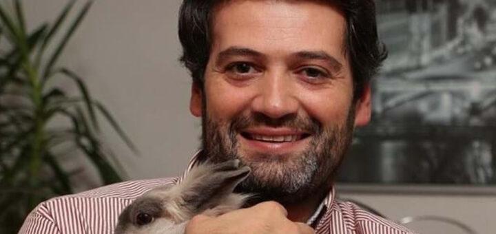 """André Ventura suspenso do Twitter e do Facebook: """"Deviam ser atirados às chamas"""""""